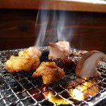 京急線日ノ出町駅前、ホルモン焼き肉店「寅司」。